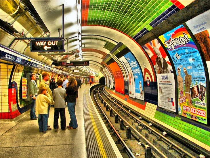 picadilly tube london underground